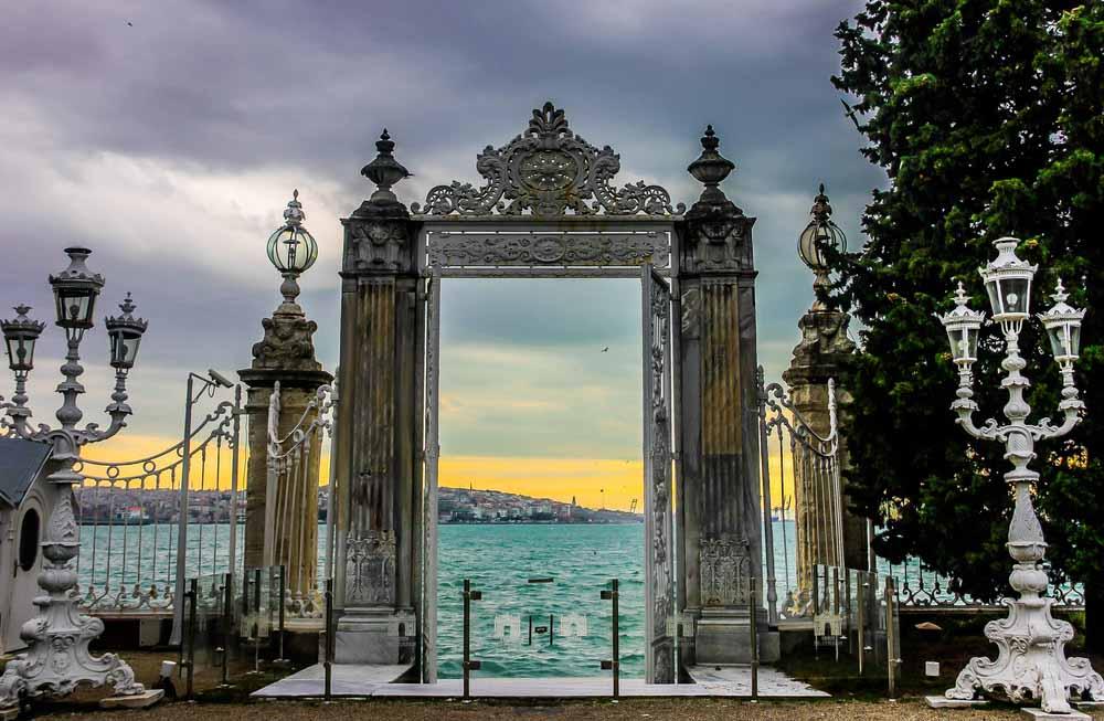 Дворец Долмабахче и 2 Континента - Экскурсии в Стамбуле