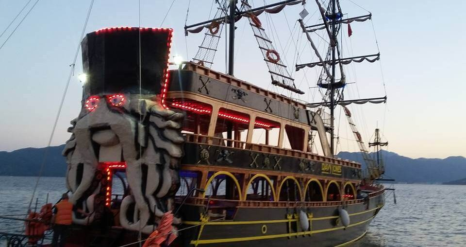 Ночная пенная вечеринка в Мармарисе (на пиратском корабле)