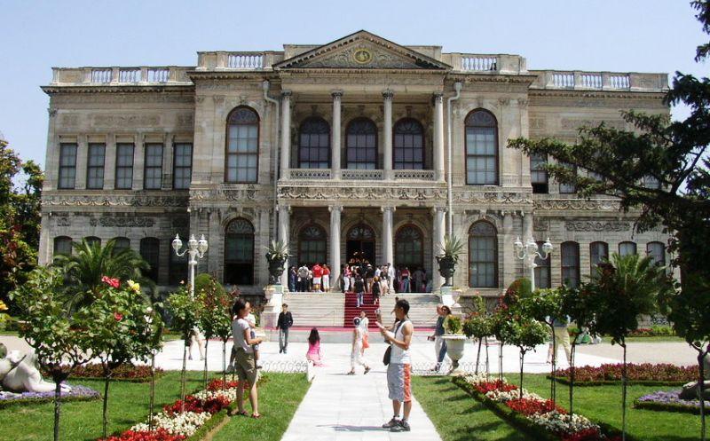 Дворцы и Павильоны Стамбула - Описания и Все Подробности - Дворец Долмабахче в Бешикташе