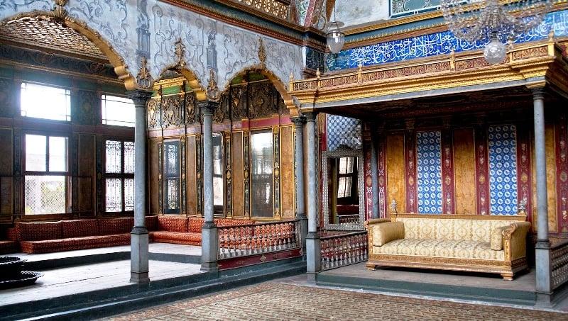 Гарем - это уединенная часть дворца, где жили жены и наложницы султанов.