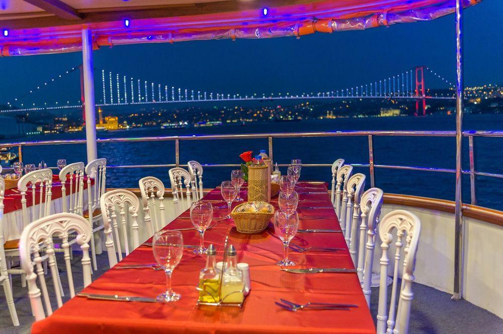 Ужин и Круиз по ночному Босфору в Стамбуле - Прогулка по Босфору