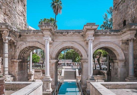 Ворота Адриана - История - Архитектура - Как добраться?