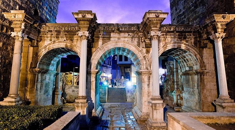 Ворота Адриана - История - Архитектура